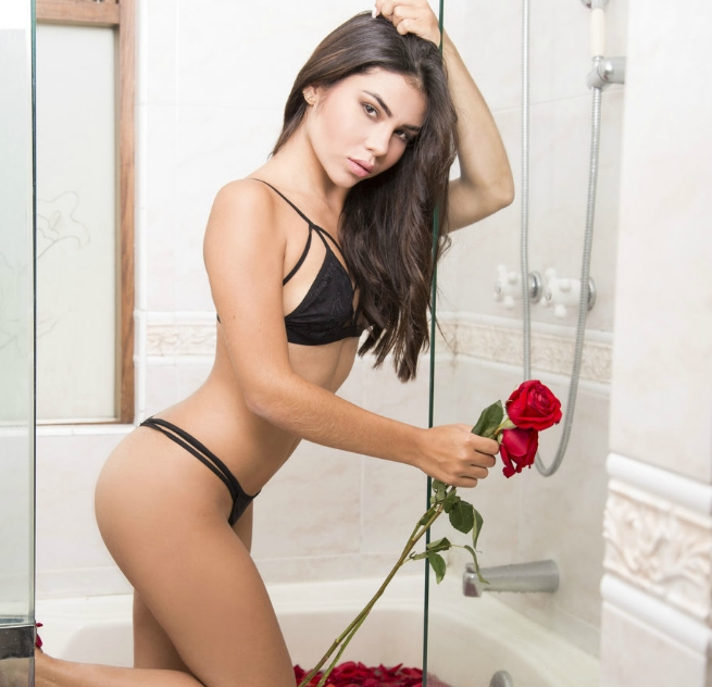 webcam girl louise with rose